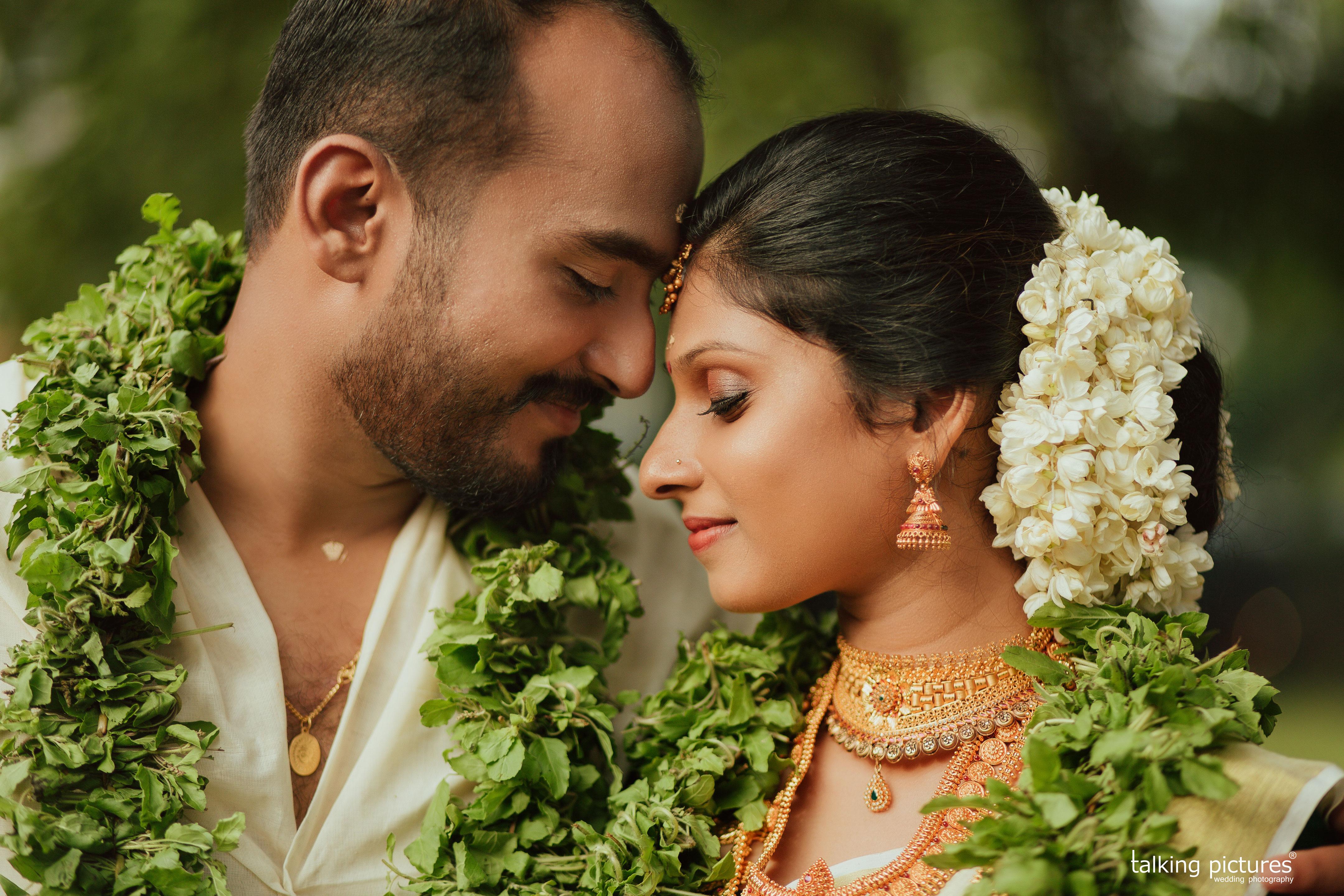 Book Wedding Photographer Thrissur